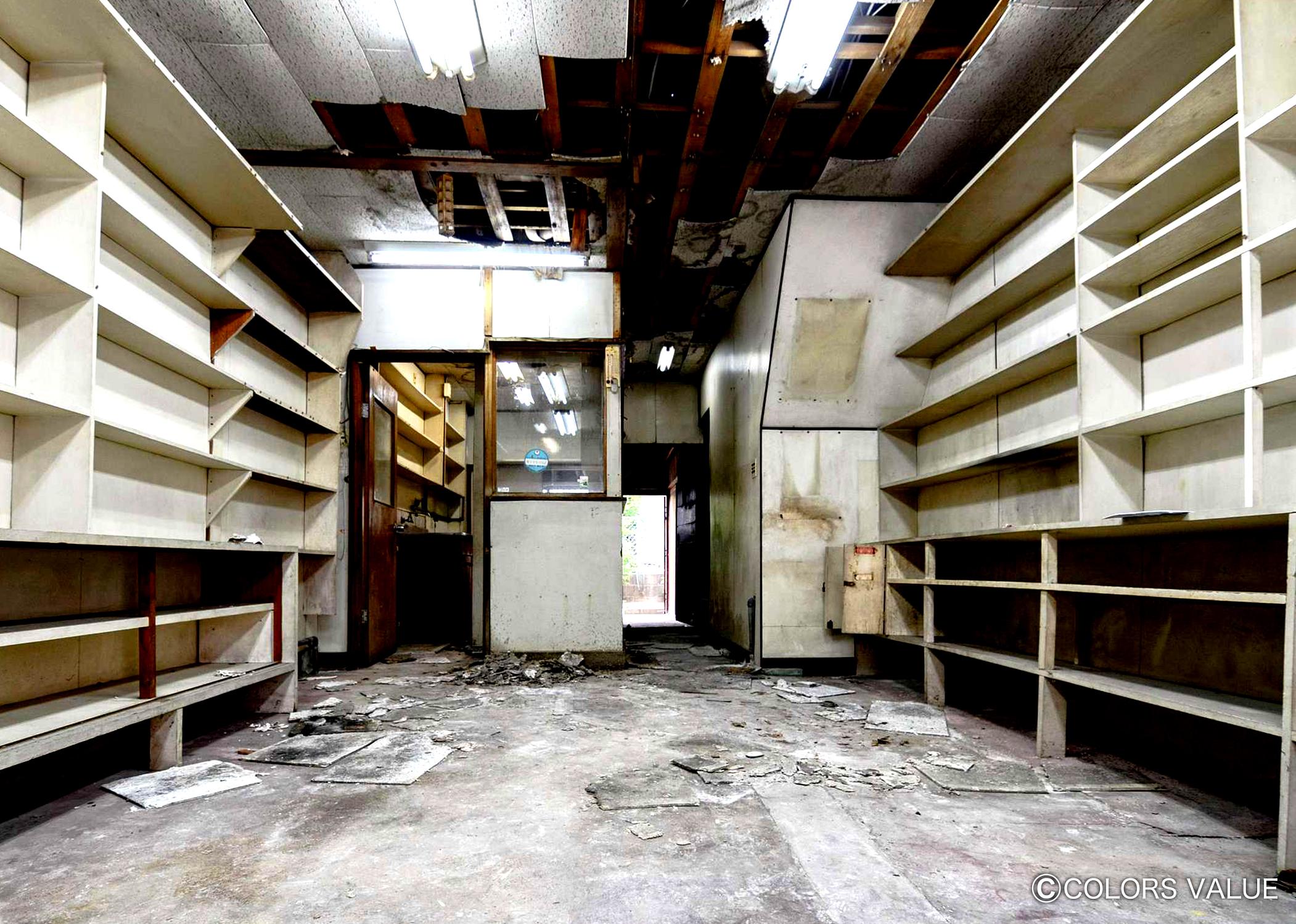 20年間雨ざらしで放置された元薬局店舗が駐車場付きの住み心地抜群の2DK戸建に大変身_02